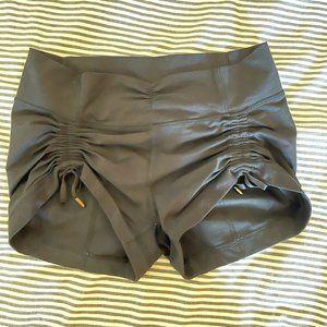 Lululemon Hot Yoga Ruched Shorts (6)